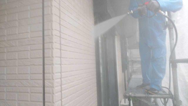 【鹿児島地域】サイディング外壁を肌色に、瓦屋根を緑色に塗装していきます!高圧洗浄洗い流し_1_確定