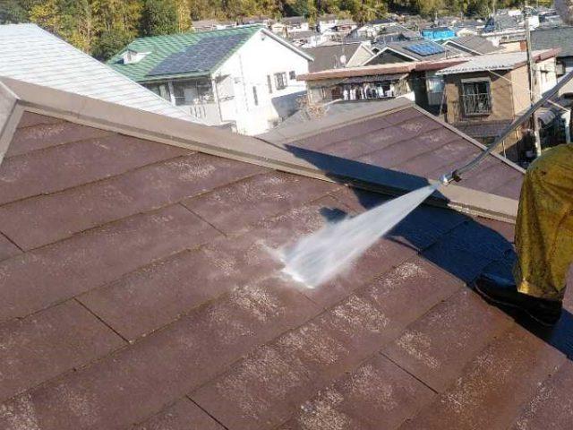 塗装工事前の屋根の高圧洗浄