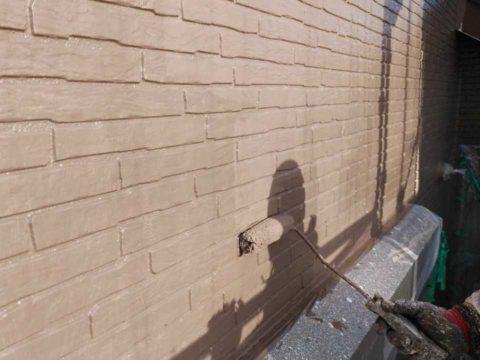外壁中塗り中の様子