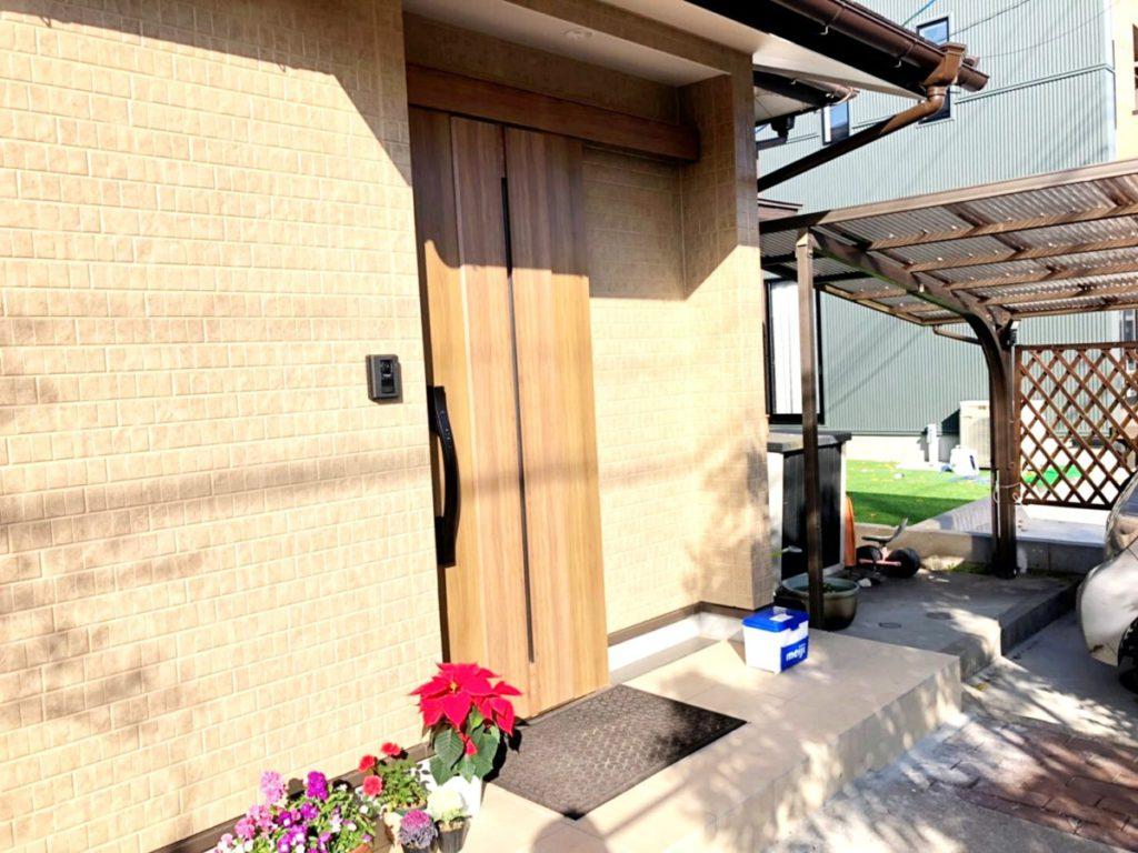 玄関ドア増築の様子