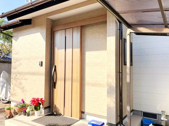 玄関ドア増築の完成の様子