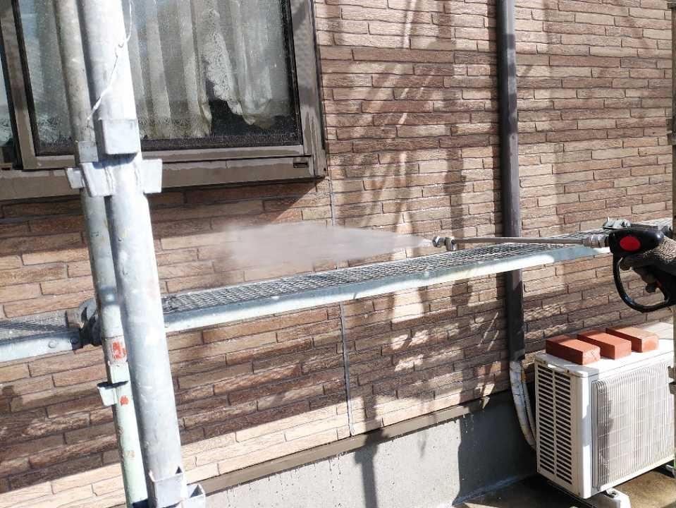 塗装工事前の外壁の高圧洗浄