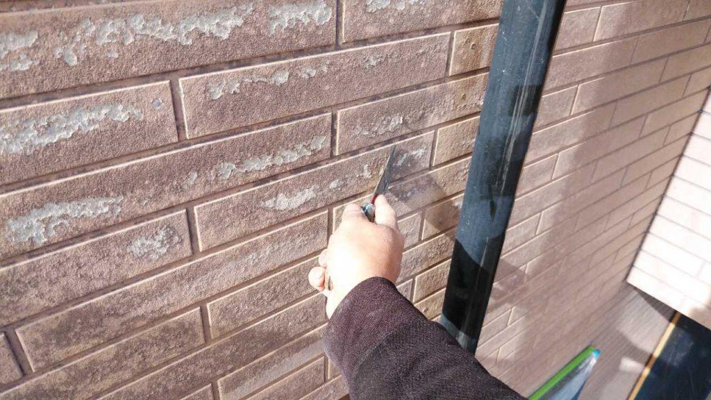 外壁補修塗膜の剥がれ