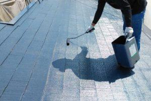 屋根の上塗り2回目の様子