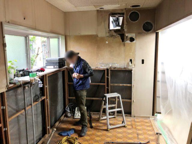 キッチンリフォーム 解体中の様子