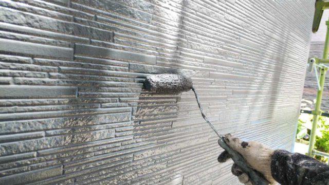 外壁塗装3回目塗布の様子
