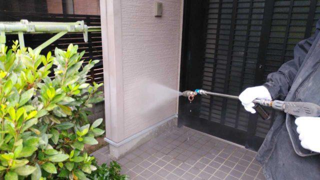 外壁高圧洗浄の様子